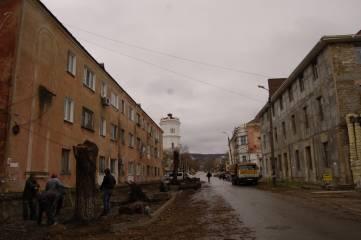 В Феодосии на Боевой выкорчевали почти все деревья. Фоторепортаж. Обновлено