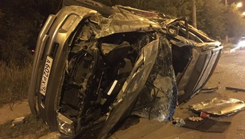 В Севастополе джип врезался в трактор и перевернулся