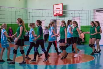 В Феодосии начался городской турнир по волейболу. Фоторепортаж