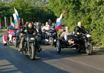Владимир Путин приехал на байк-шоу на мотоцикле вместе с Аксеновым