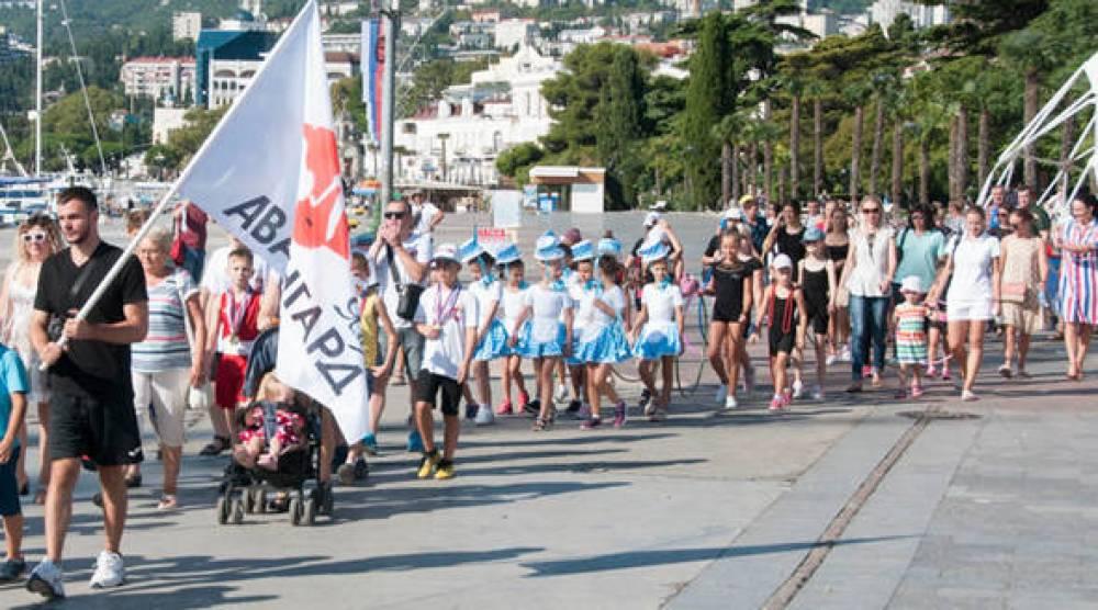Ялта отметила День физкультурника торжественным шествием спортсменов по набережной