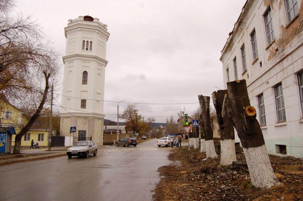 В Феодосии улицу Боевую подготовили к посадке новых деревьев