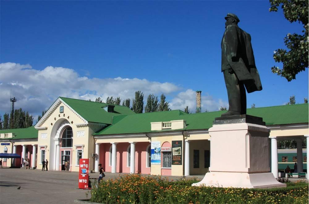 Памятник Ленину на привокзальной площади Феодосии устанавливался временно