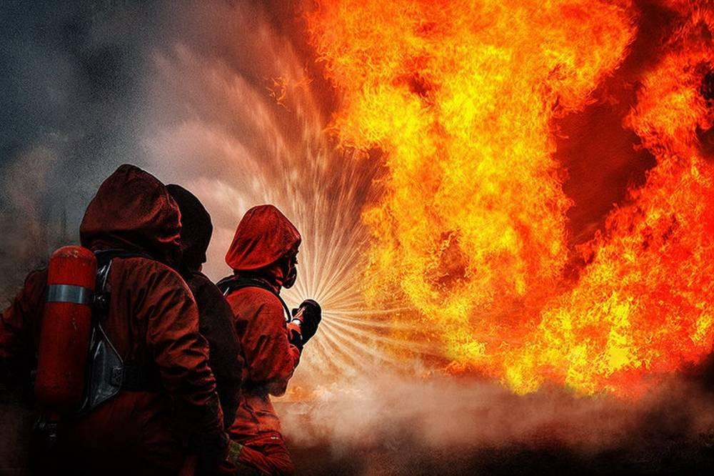 Спасшего ребенка при пожаре военного наградили в Крыму