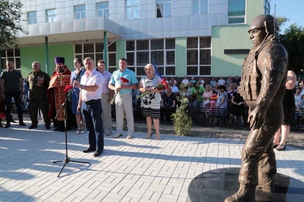 В Белогорске состоялось торжественное открытие сквера Воинов интернационалистов и памятника «вежливым людям»