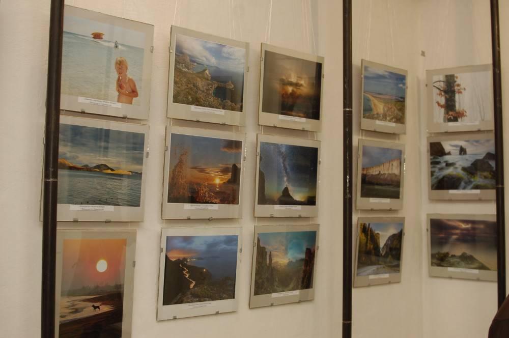 В Феодосии открылась выставка крымских фотохудожников. Фоторепортаж