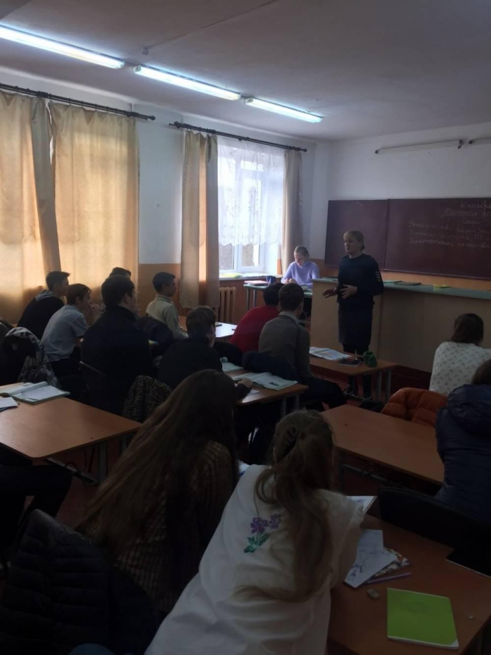 Феодосийские полицейские проводят профилактические беседы с учащимися школ
