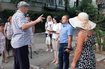 Жители улицы Киевская,18 просят установить детскую площадку и вернуть им землю под домом