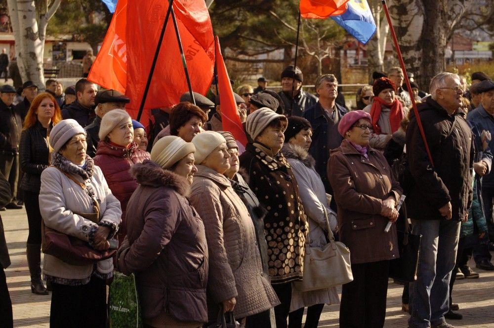 В Феодосии митинговали против возможного переноса памятника Ленину. Фоторепортаж