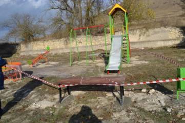 В трех феодосийских селах появились новые детские площадки (ФОТО)