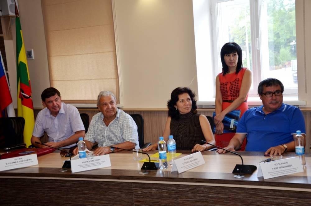 Олеся Харитоненко подписала соглашение с Уральским государственным экономическим университетом