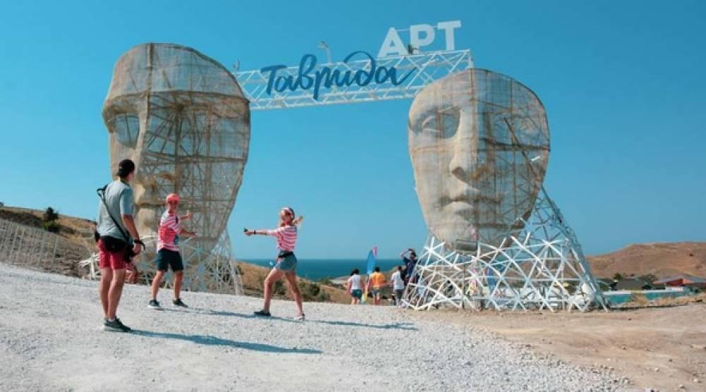 Британская The Guardian опубликовала фото площадки «Таврида-Арт» с подписью «Россия»