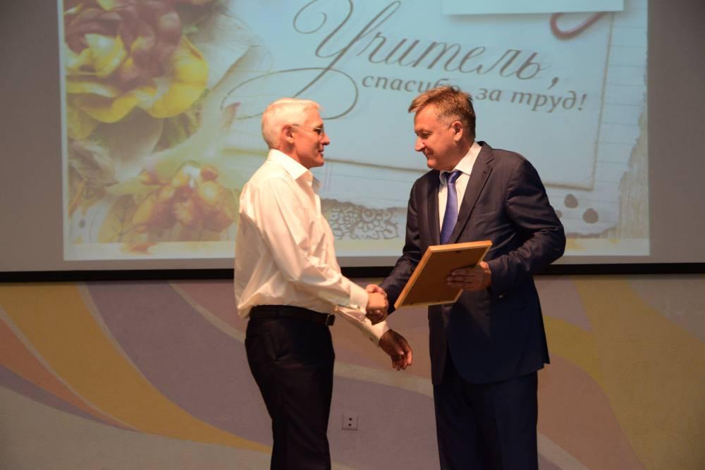 В Симферополе начала работу педагогическая конференция