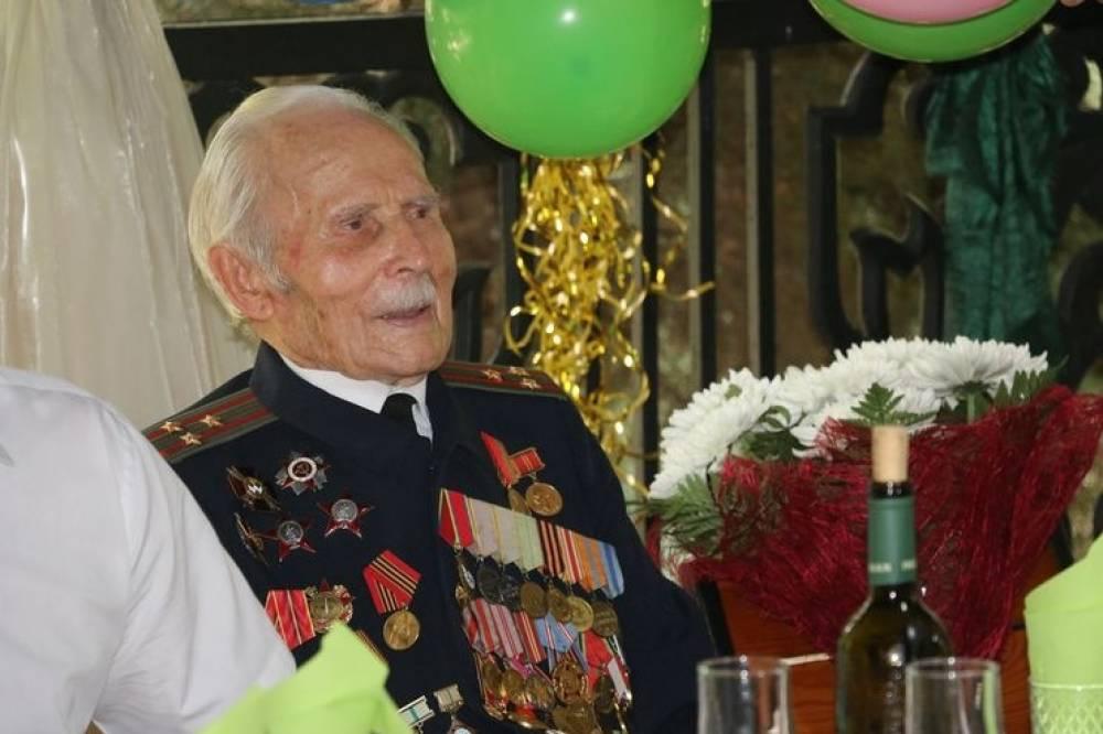 Керчанин Михаил Кольченко отметил 100-летие