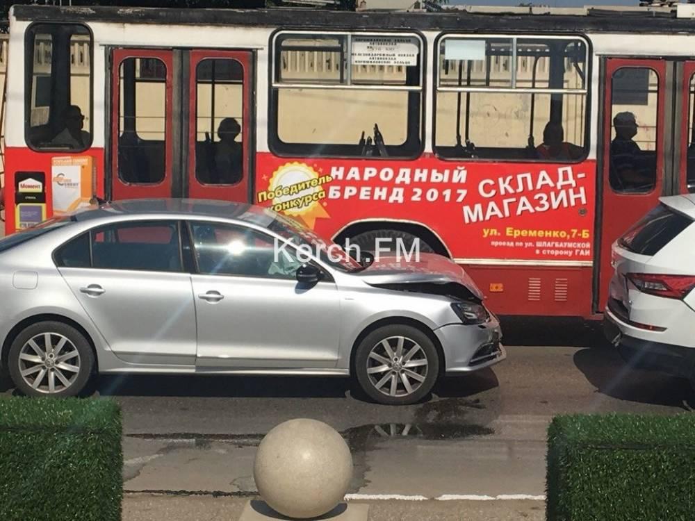 На Адмиралтейском проезде произошла тройная авария
