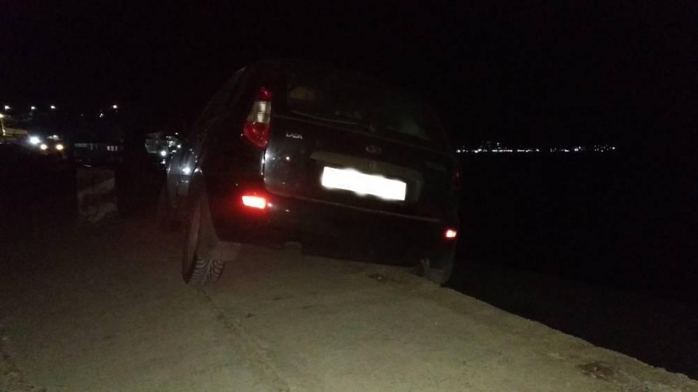 В Коктебеле автомобиль чуть не сорвался с обрыва