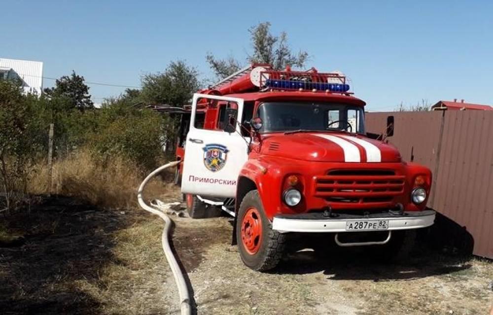 На выходных в Феодосии случилось два крупных пожара (фото)(фоторепортаж)