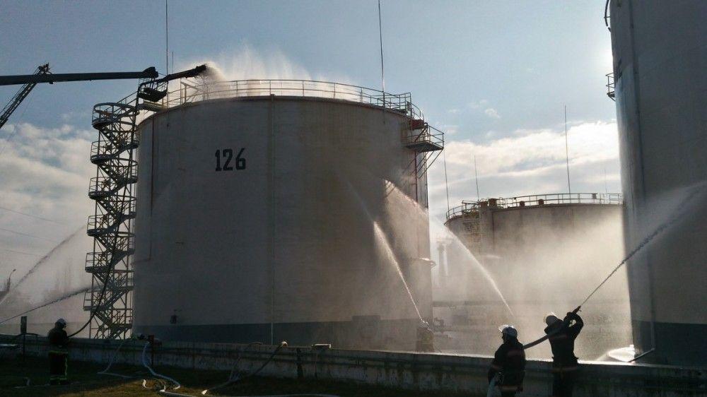 В Феодосии тушили «возгорание» резервуара на нефтебазе