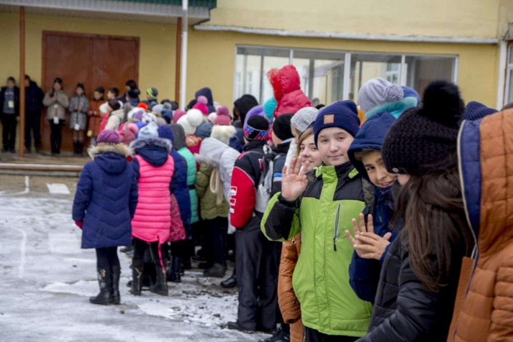 В Феодосии новый школьный автобус передали школе №15