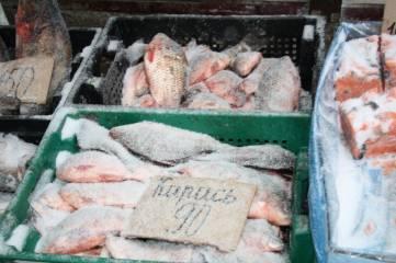 Снежок припорошил и продукты на феодосийском рынке