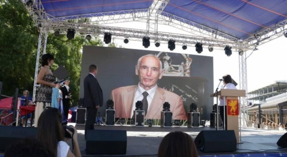 Василию Лановому присвоили звание Почетный гражданин города-героя Керчи»
