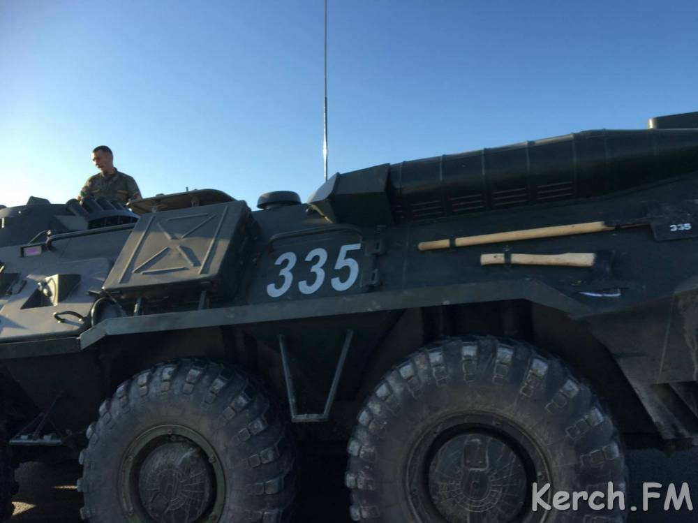 Колонна военной техники подмяла легковушку под Феодосией