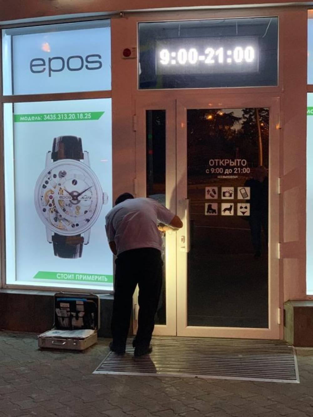Ночью в Севастополе ограбили салон часов