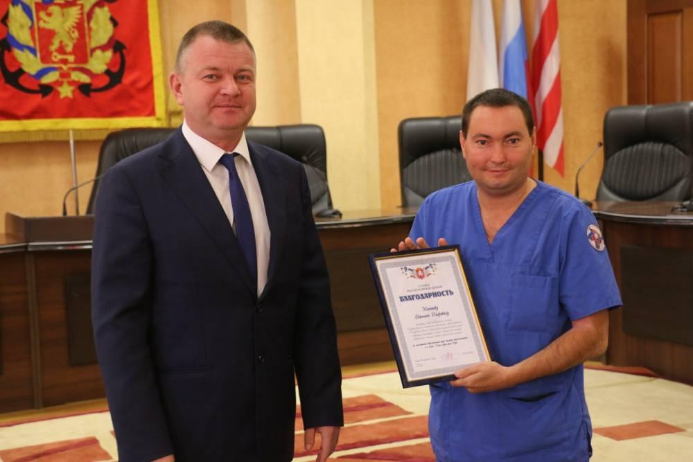 Власти наградили керчан за успехи в работе