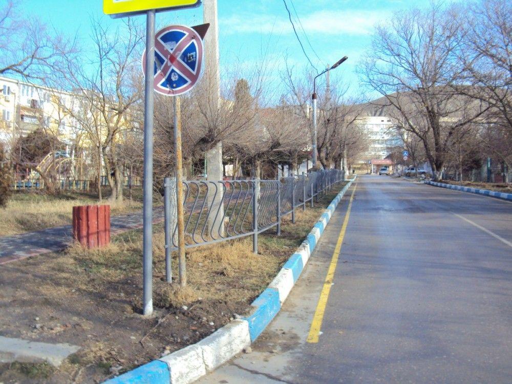 Школу одного из феодосийских поселков оградили от дороги
