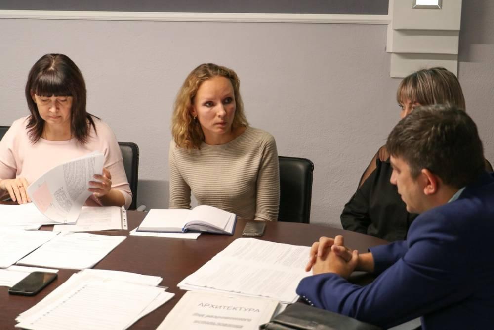 Михаил Афанасьев провел рабочее совещание с участием руководителя территориального органа Государственного комитета по государственной регистрации и кадастру Республики Крым И. Кожановым.