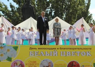 В Феодосии проходит акция «Белый цветок»