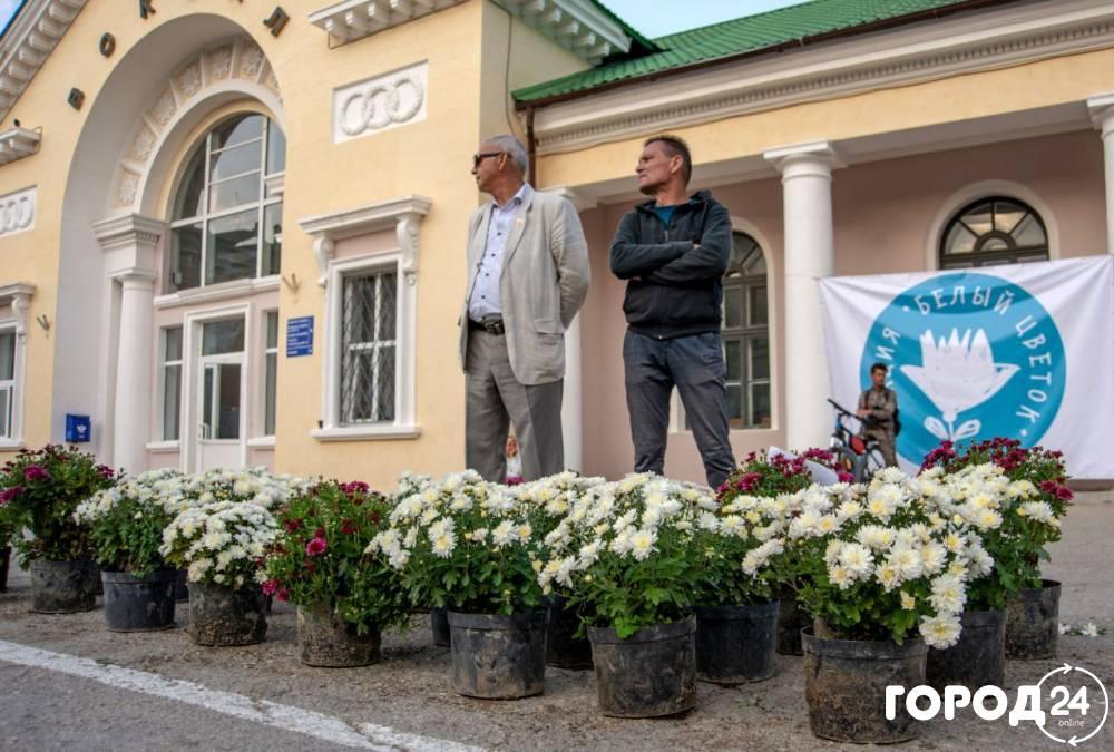 В Феодосии прошел Белый цветок