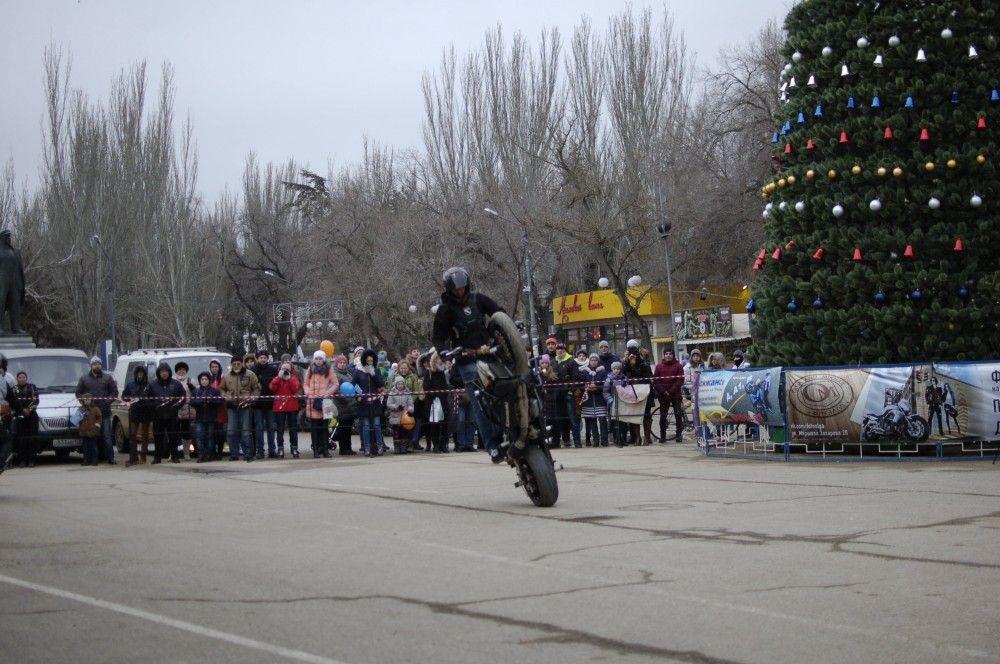 В Феодосии состоялось «Новогоднее мотошоу». Фоторепортаж
