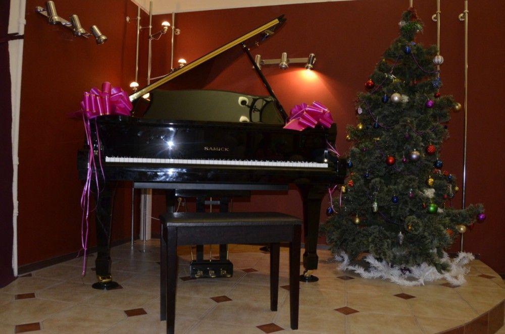 Власти Феодосии купили рояли для музыкальных школ