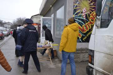 Сегодня в центре Феодосии гоняли торговцев пиротехникой (ФОТО)