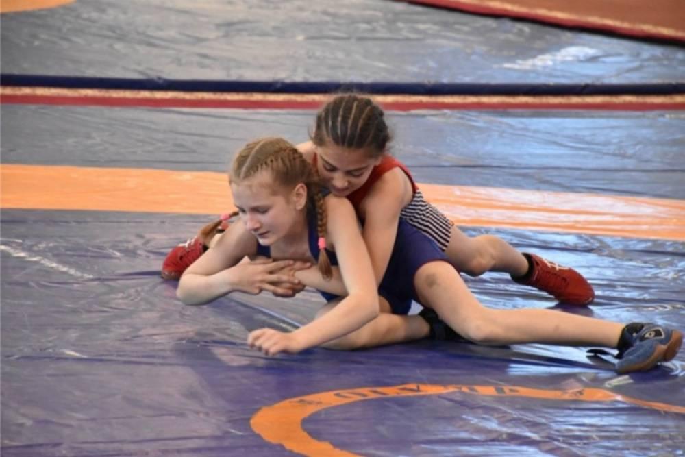 Все победители и призеры первенства Крыма по женской борьбе среди девочек 12-13 лет