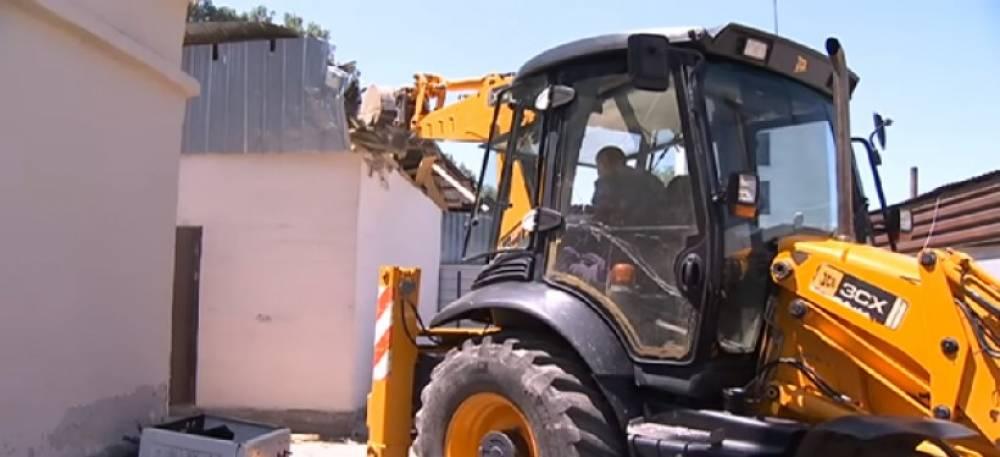 В Феодосии взялись выяснять законность пристроек: грозят сносом