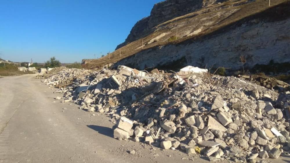 Караван «могильщиков» хоронит Севастополь под завалами мусора