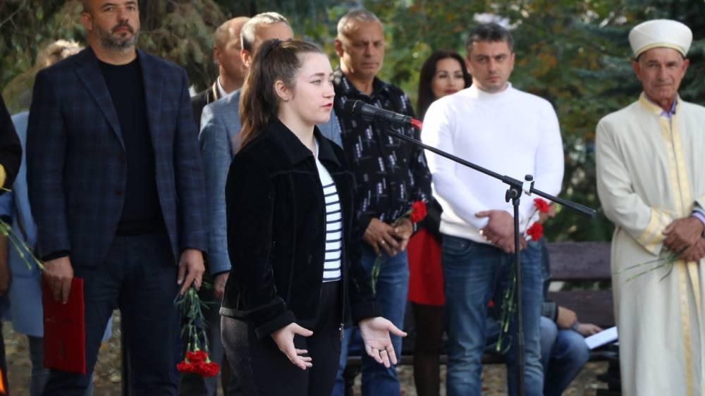 В Феодосии вспоминали годовщину трагедии в Керчи (фоторепортаж)