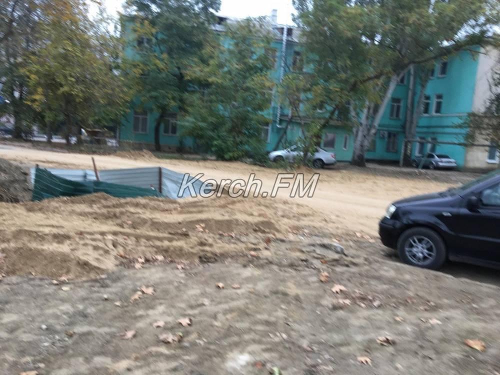 Очередная ловушка для людей и машин - яма на Борзенко
