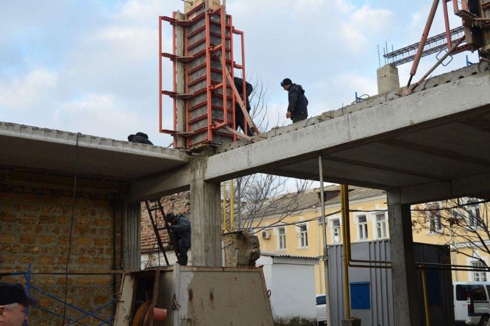 В Феодосии через год вспомнили о замороженной стройке в центре города