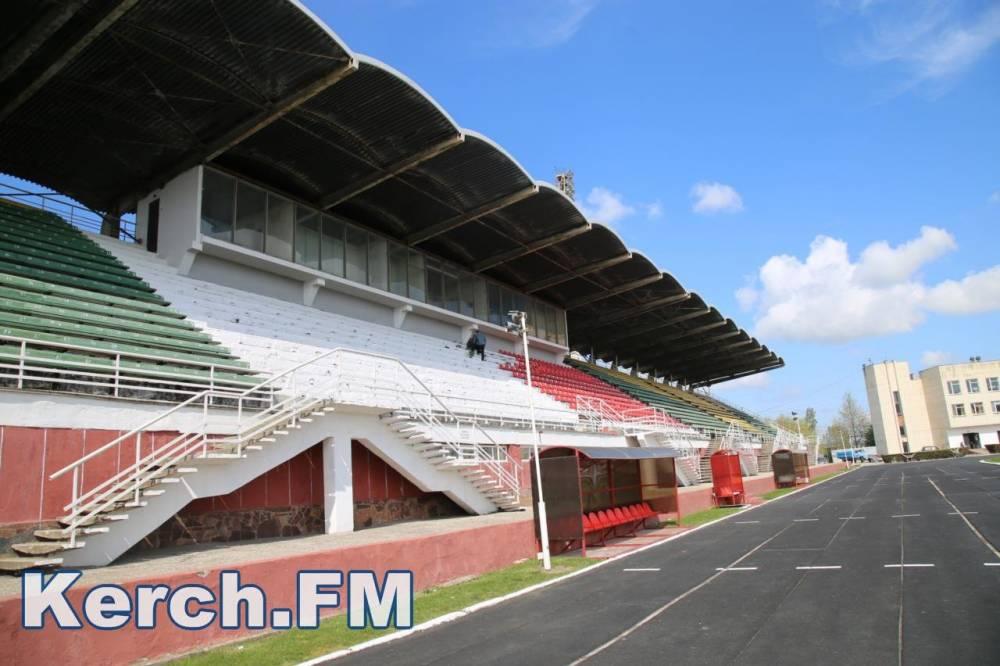 На уровне города из спорта в Керчи занимаются только футболом, остальное - физкультурные кружки