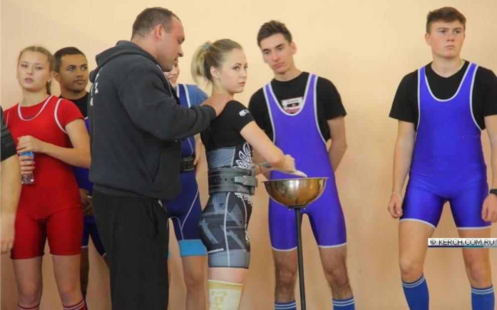 В Керчи прошёл Открытый Кубок города по пауэрлифтингу