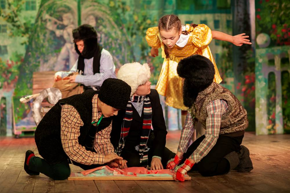 Крымский театр юного зрителя представит премьерный спектакль «Цветик-семицветик»