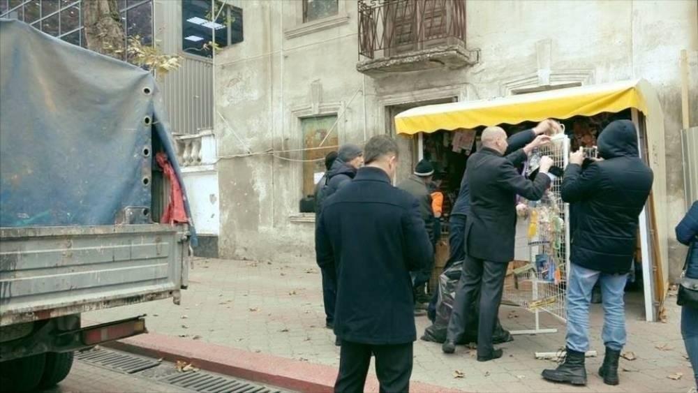На Ворошилова в Керчи снесут два ларька