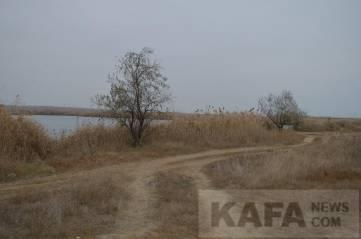 Мусор у озера (фоторепортаж)