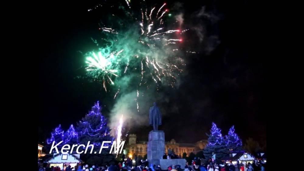 Огни на новогодней елке в Керчи зажгут 21 декабря