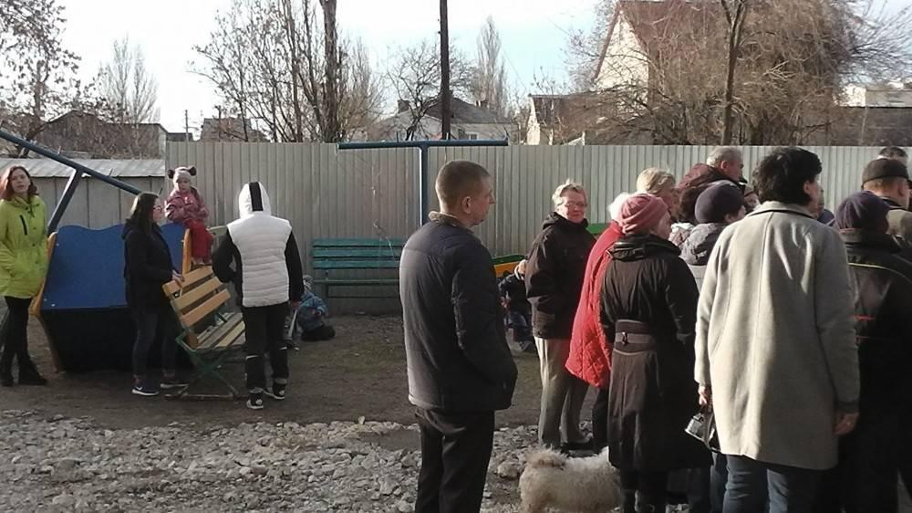 Власти Феодосии пообещали помочь жителям дома по Федько, 103 с возвращением придомовой территории (ФОТО)