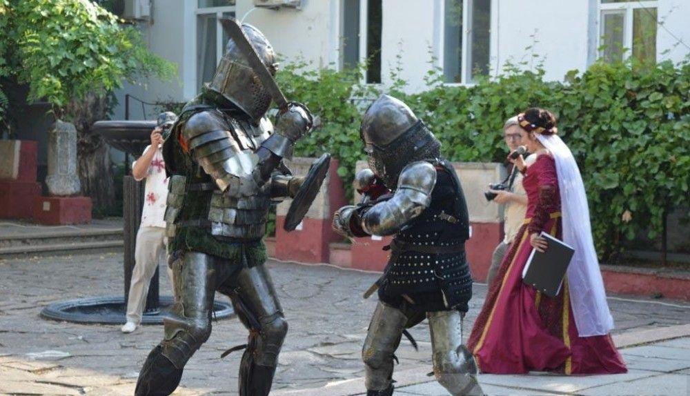 В Феодосии мужчин — рыцарей приглашают на турнир