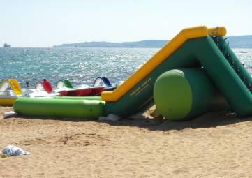 Власти Феодосии пообещали: нелегальной торговли и лишних батутов этим летом у моря не будет